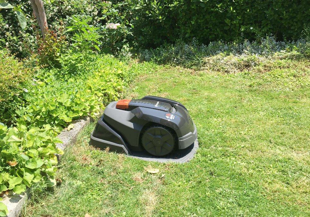 UN PRATO PERFETTO E SENZA FATICA ? La soluzione con il robot rasaerba Automower.